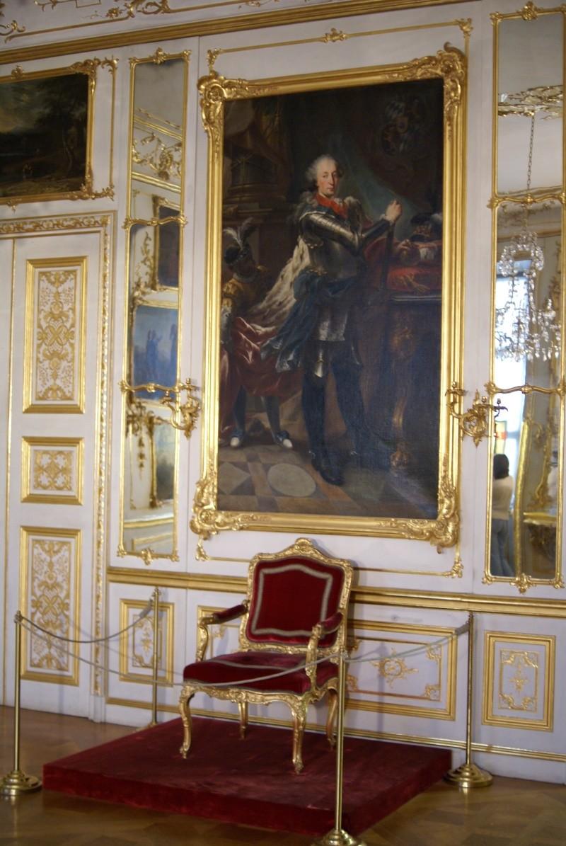 Exposition « Trônes en majesté, l'autorité et son symbole » - Page 7 Dsc07810