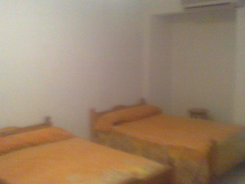 شقة للإيجارمفروش تري البحر كامل مكيفة مستوي فندقي ثلاثة غرف وصالة الدور 11 المجموعة 11- المعمورة الشاطيء  Oouo_210