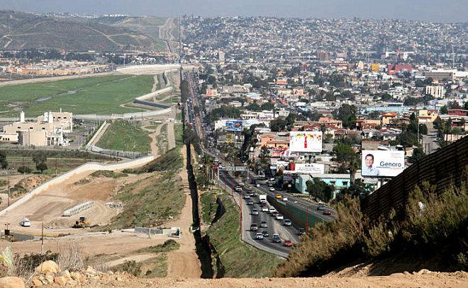 [Mexique] - Penetrame:  la frontière Mexique-USA en clichés SV. Wikipe10