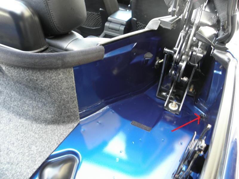[ BMW E36 328i cabriolet ] infiltration d'eau Int1110