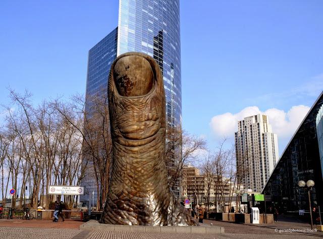 Les 7 sculptures les plus inquiétantes de Paris 944add11