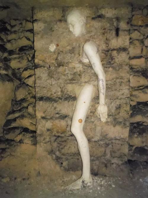 Les 7 sculptures les plus inquiétantes de Paris Cataco10