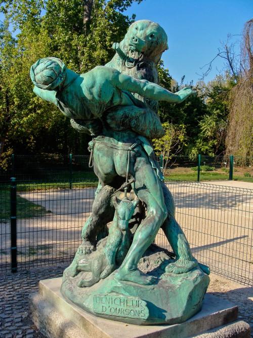 Les 7 sculptures les plus inquiétantes de Paris Statue15