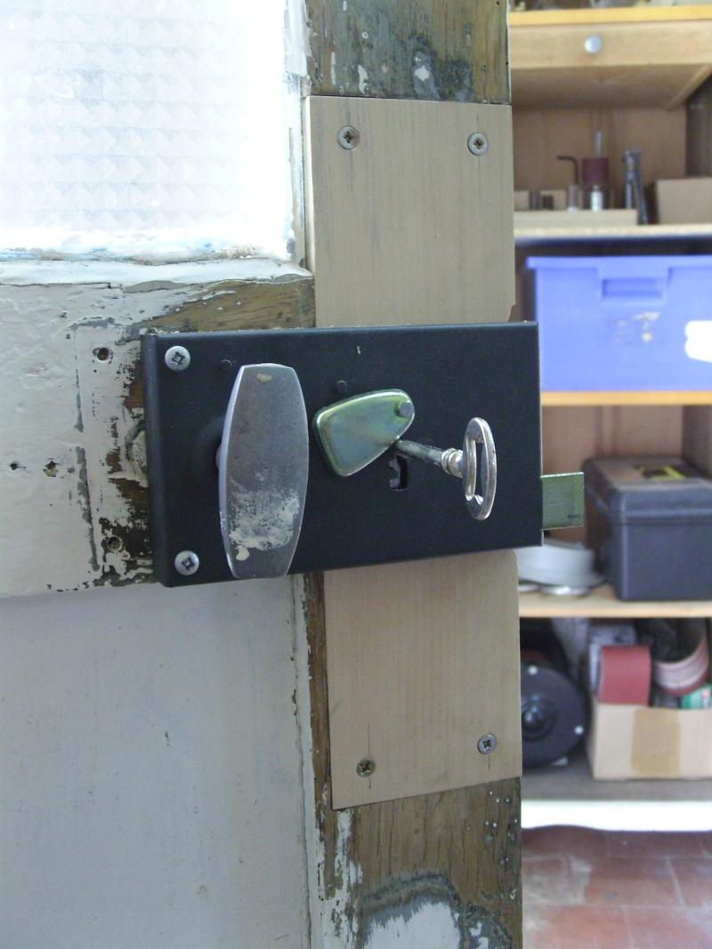 Réparation d'une porte autour de la serrure (RESOLU) Snb16717