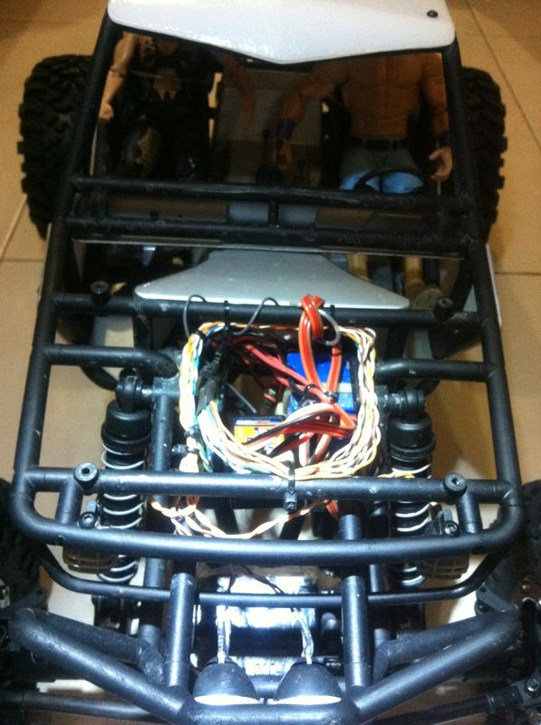 build - Boolean21's Axial Wraith build - Updates: New Paint scheme - Captain America's Axial Wraith - Page 2 Img-2050