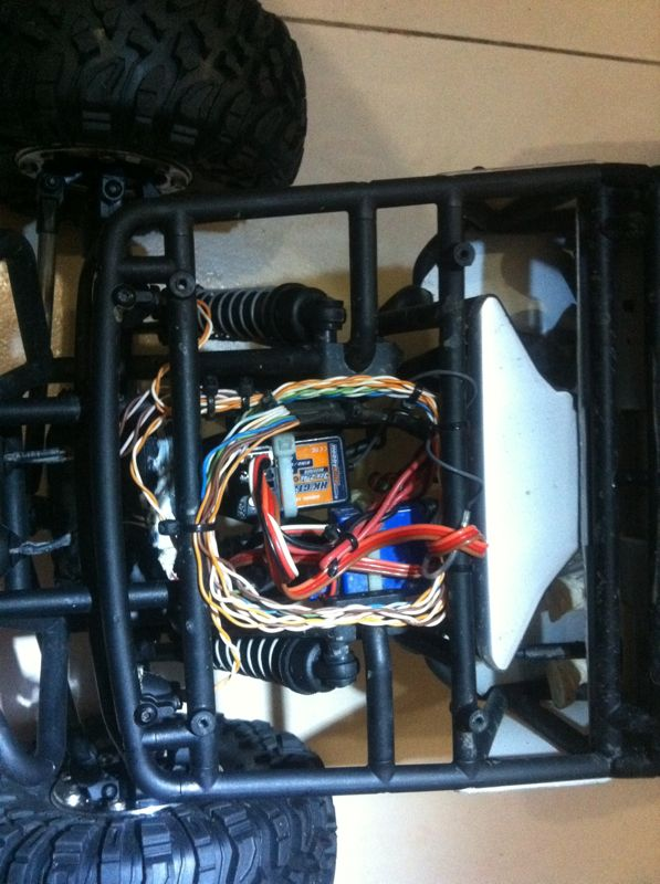 build - Boolean21's Axial Wraith build - Updates: New Paint scheme - Captain America's Axial Wraith - Page 2 Img-2051