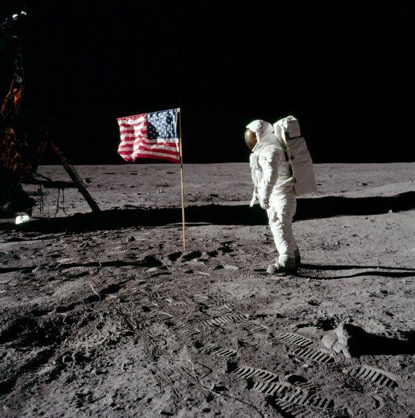 Apollo 11 UFO Moon Picture As11-410