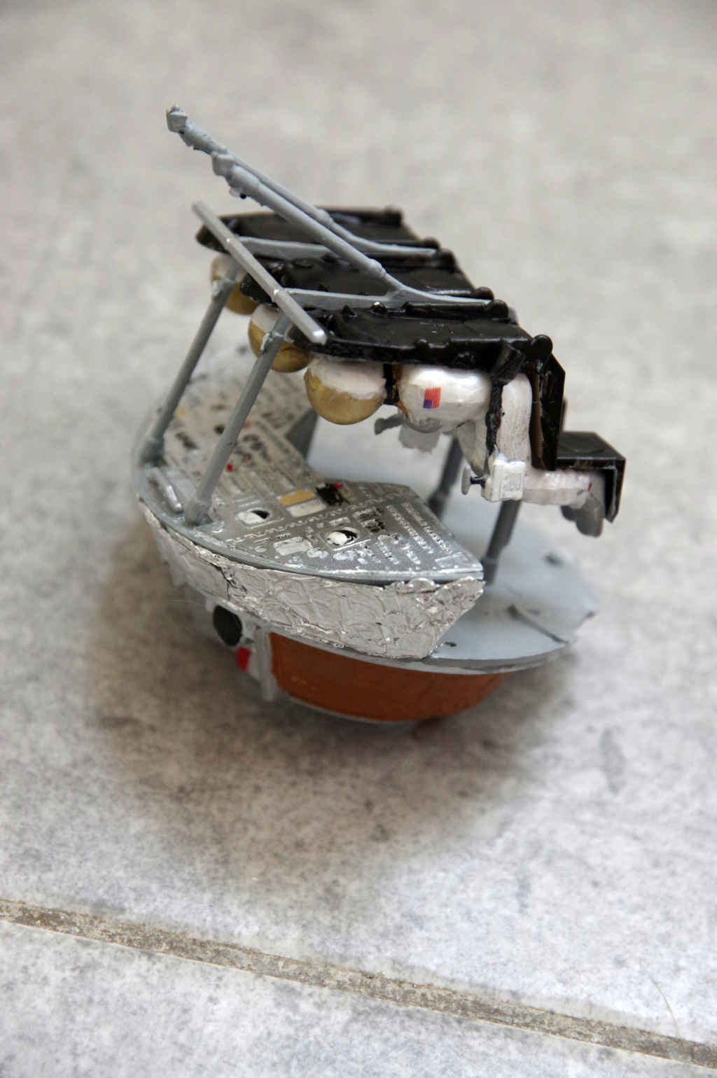 command module  with interior, apollo11 revell 1/32e Sans_t12