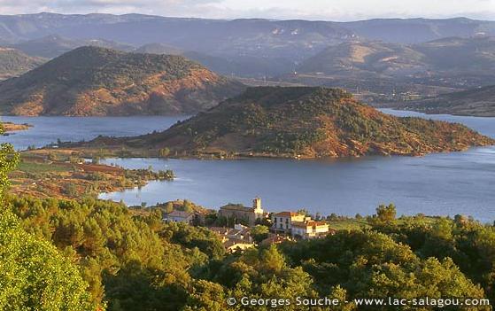 Lac du Salagou – Grand lac public – Hérault (34 Aa354