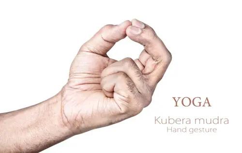 Gestes puissants des mains: augmentez votre potentiel magique avec ces 3 anciens mudras Ancien11