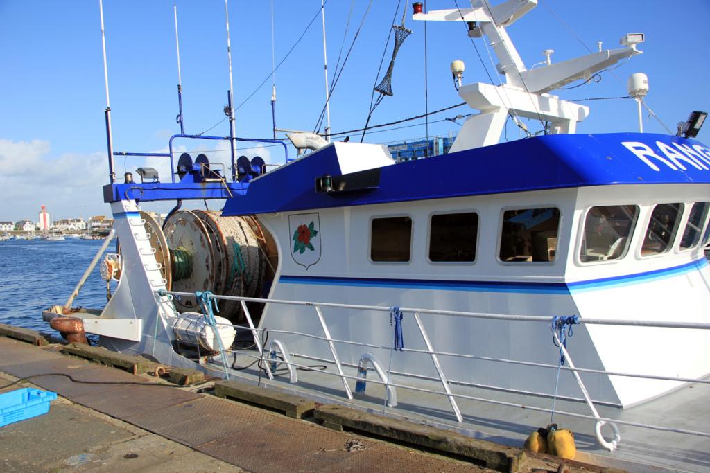 [VIE DES PORTS] Quelques bateaux de pêche (sur nos côtes Françaises) - Page 2 Port-l10