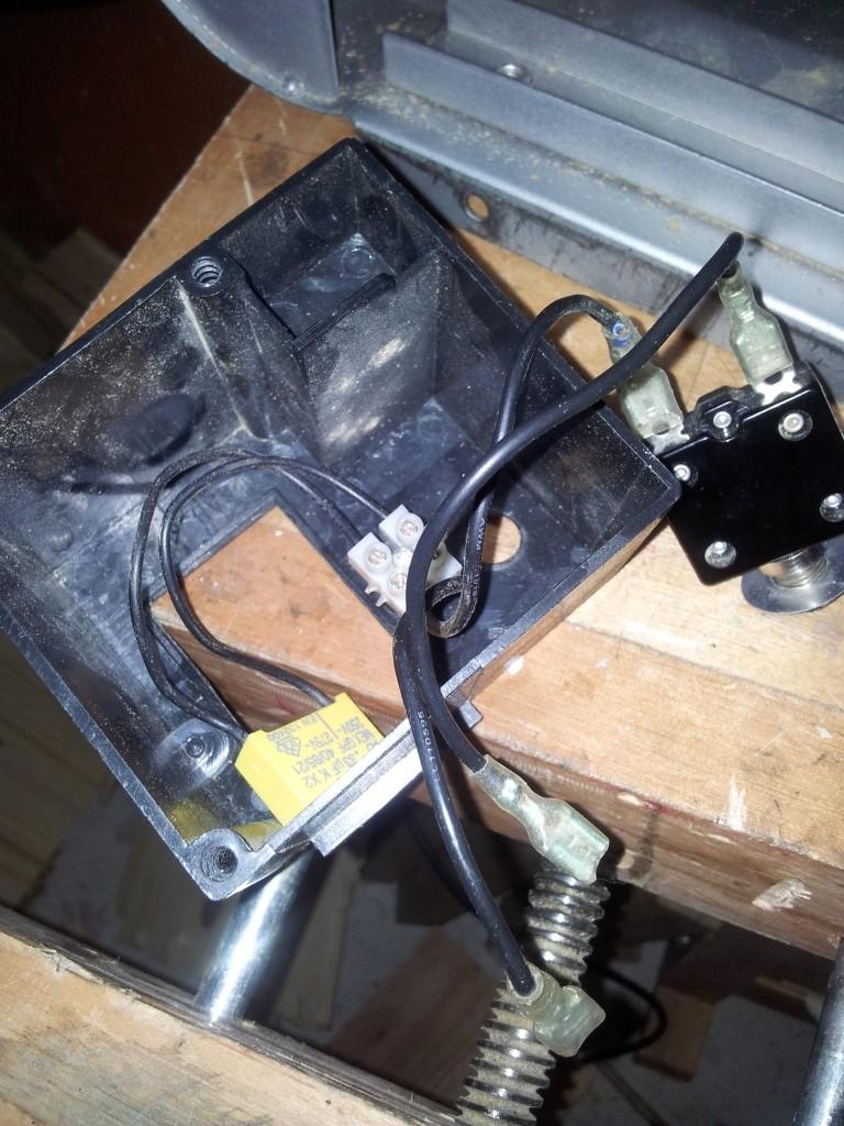 Branchement moteur / bouton marche/Arret sur scie sur table (Feider aujourd'hui feidwood) 2012-014