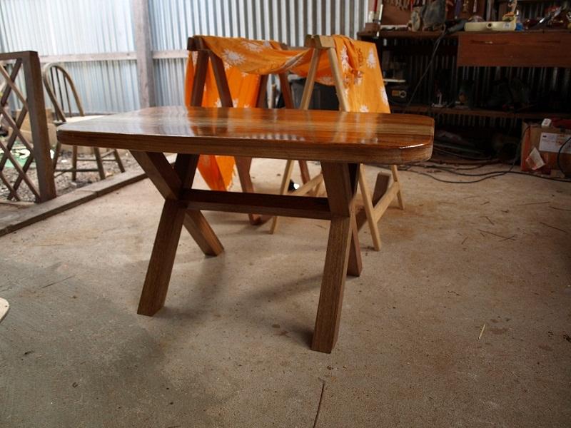 table basse d'un débutant en bois exotique P1018712