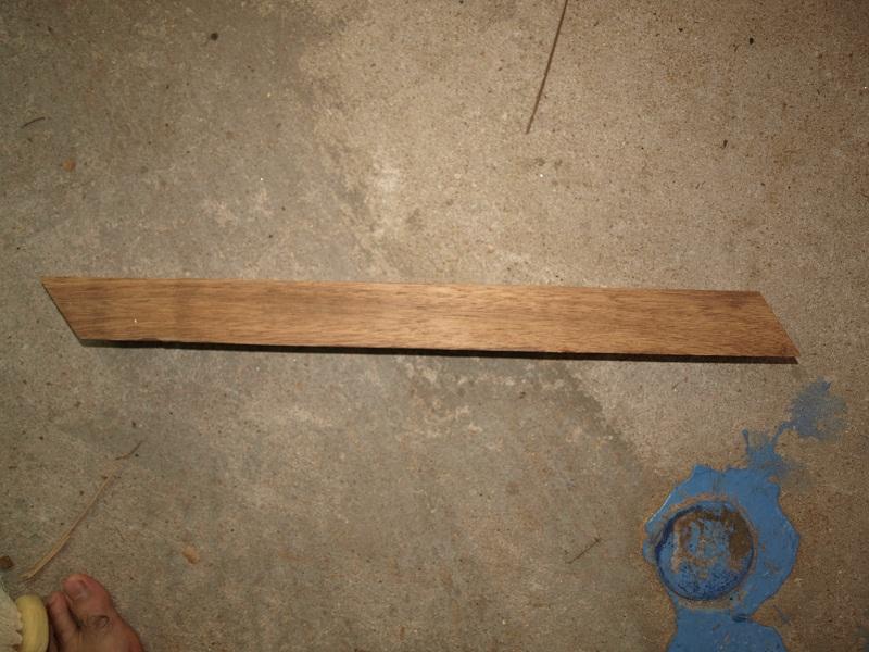 table basse d'un débutant en bois exotique P1018716