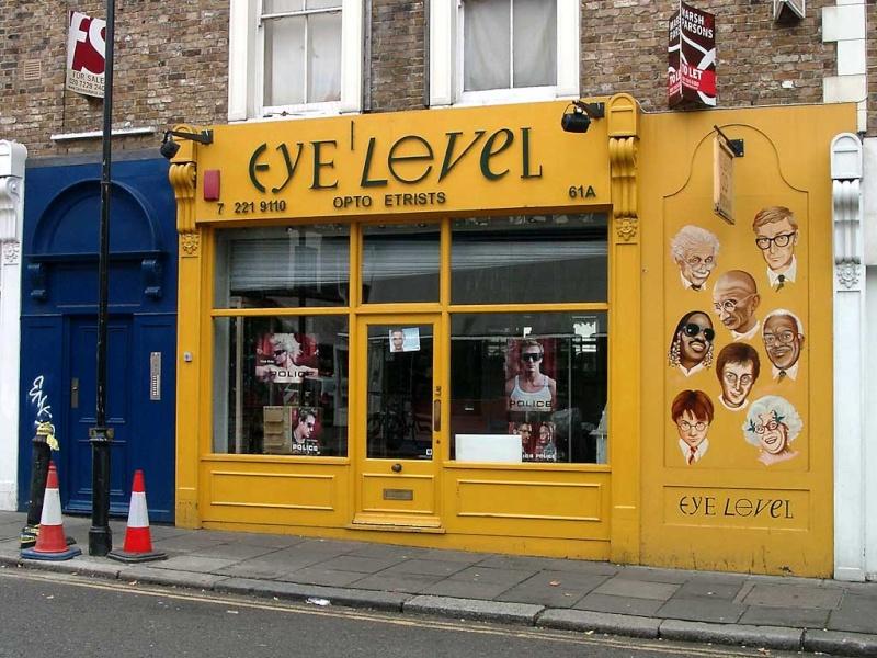STREET VIEW : les façades de magasins (Monde) - Page 2 Eye_le12