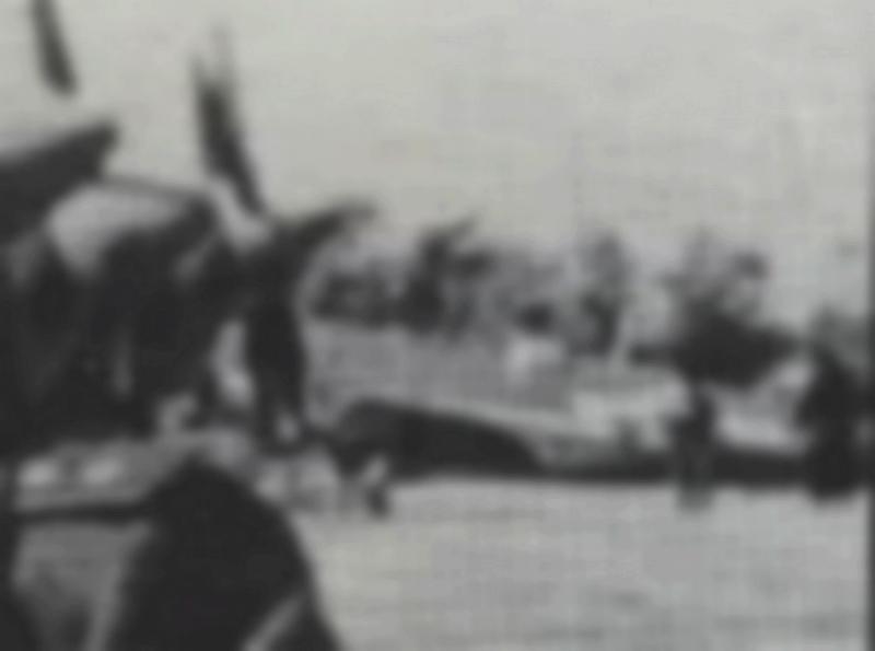 Spitfire LF-IXe with Soviet Pilot & Ground Crew 1/48 ( ICM 48803 ) 10072111