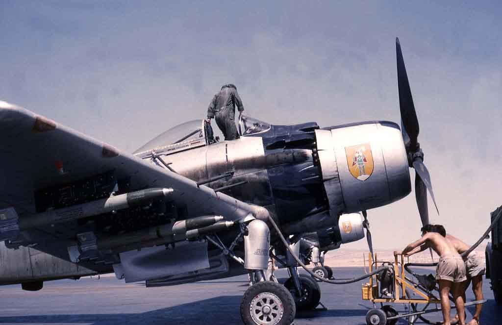 AD-4 Skyraider n°123895 /SFERMA 110 de l'EC 3/20  (Tamiya 1/48) - Page 2 10_04_10
