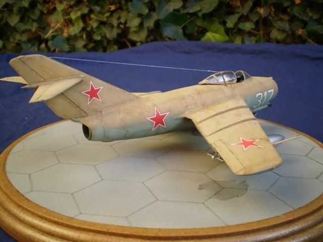 MiG-15 Bis ( Tamiya + Cockpit True Detail 1/48) 1410