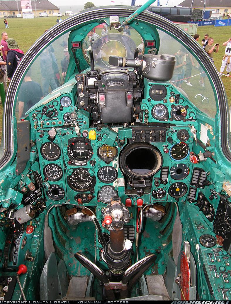 MiG-21 UM  Mongol B (Trumpeter 1/48)  17634810