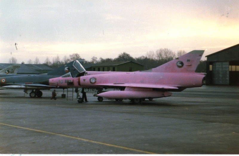 Mirage III C Rose EC 02-010 Seine (Hobby Boss 1/48)  25966611