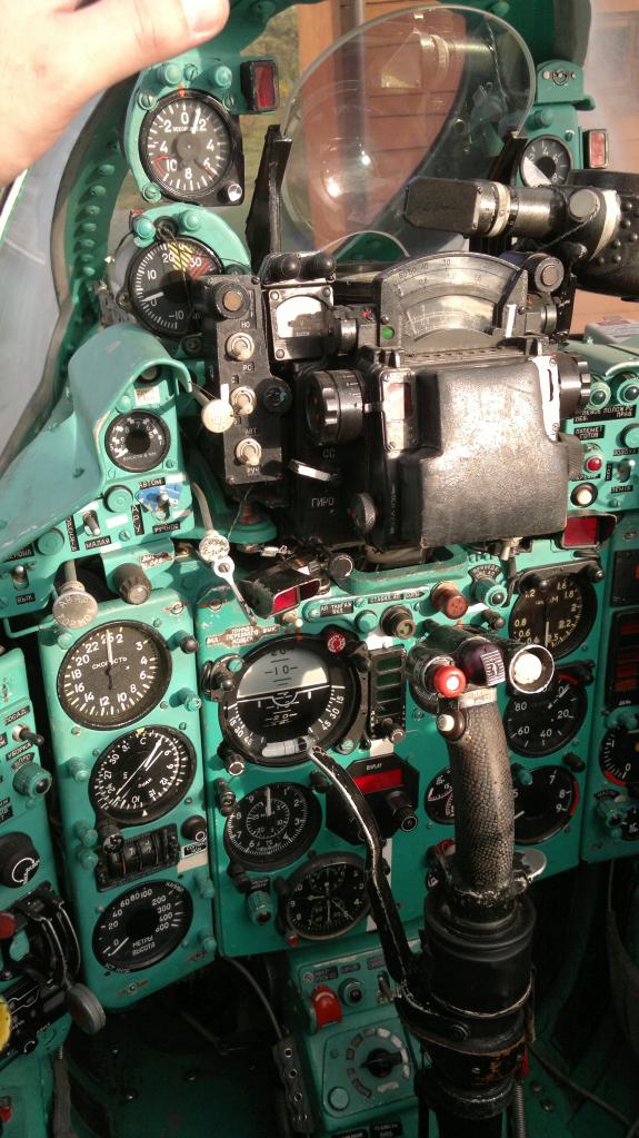 MiG-21 UM  Mongol B (Trumpeter 1/48)  32ab4d10