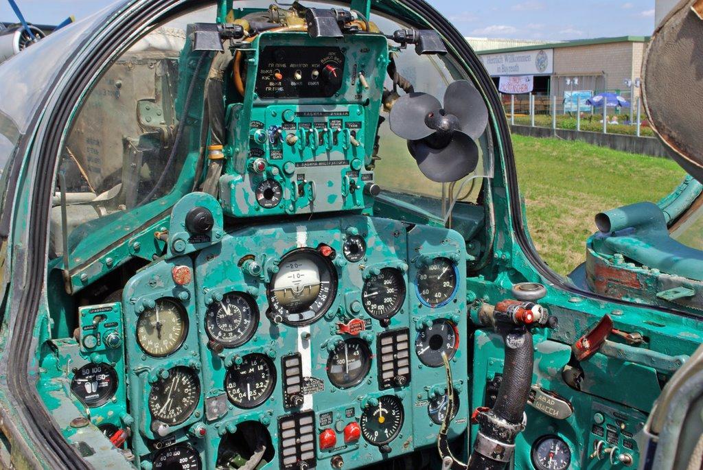 MiG-21 UM  Mongol B (Trumpeter 1/48)  65094810