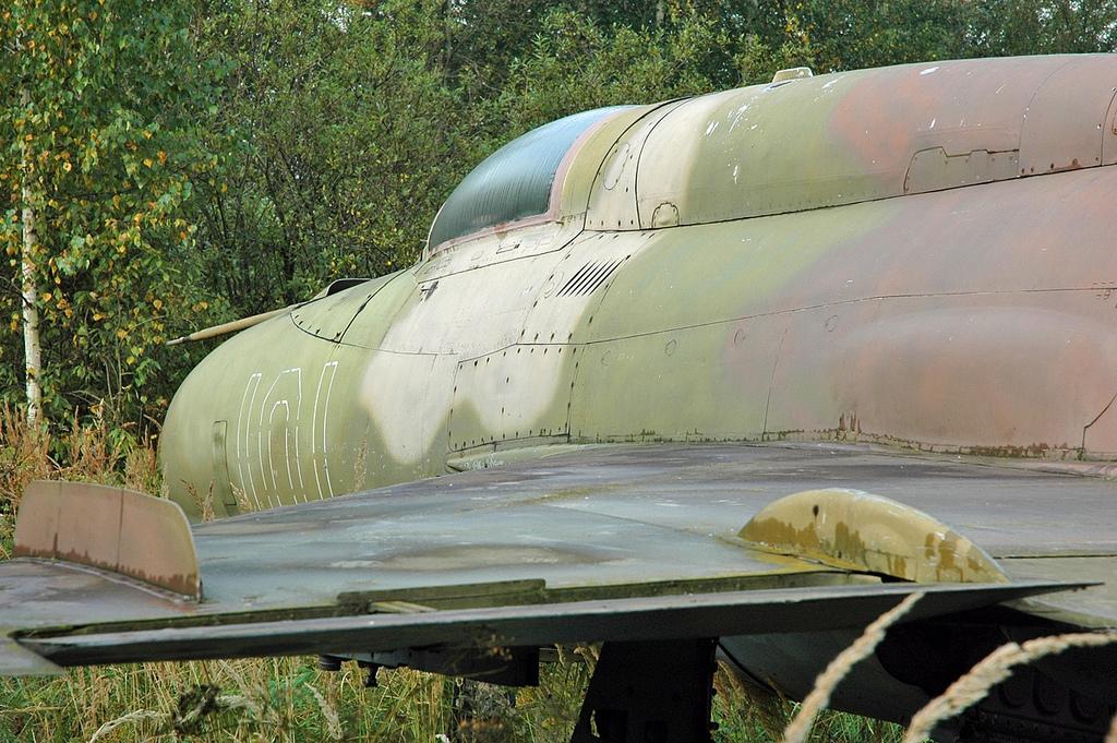 "MiG-21PF (Eduard  réf 1187 ""Silver Harrows "" 1/48)  66618410"