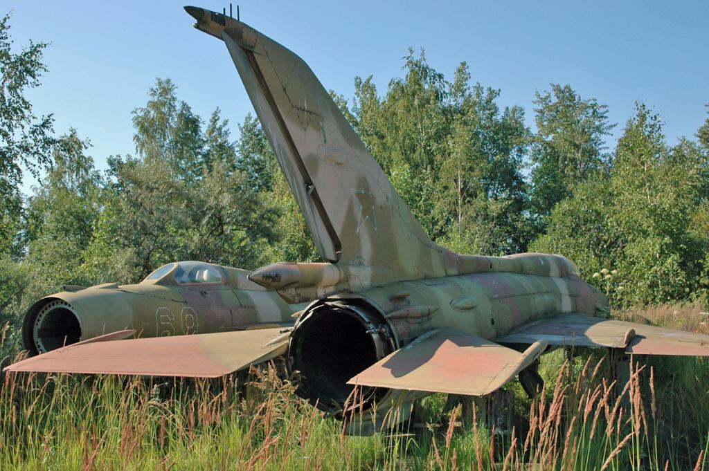 "MiG-21PF (Eduard  réf 1187 ""Silver Harrows "" 1/48)  66659710"