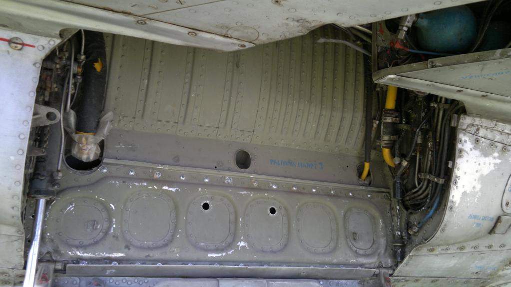 MiG-21 UM  Mongol B (Trumpeter 1/48)  8b26f610