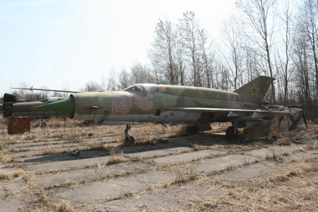 Défi passion : MiG-21 RFMM Izdeliye 94A Fishbed F ( Eduard + Bidouille 1/48 ) - Page 3 Ap_mig12