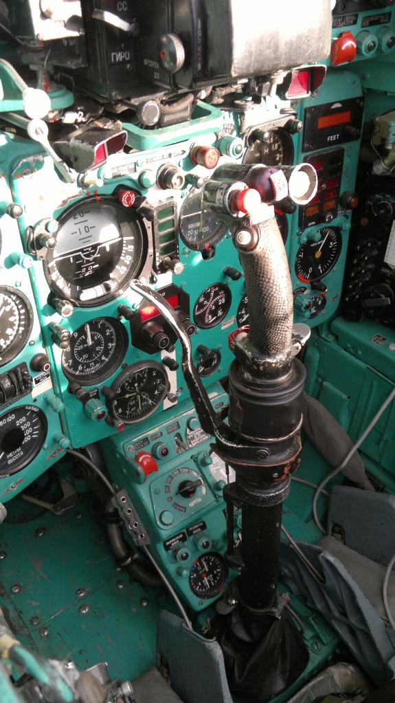MiG-21 UM  Mongol B (Trumpeter 1/48)  C7a85f10