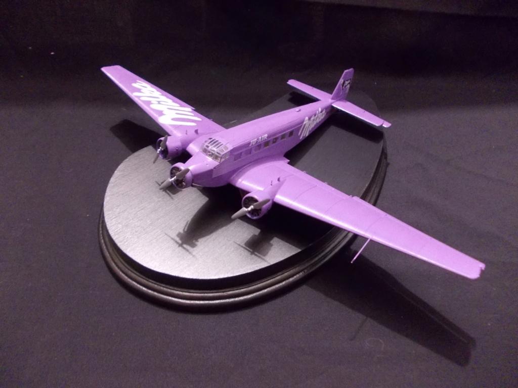 "Junkers Ju-52 ""Milka"" ( Italeri plus  décals Karaya et FFSMC au 1/72 )  Dscn0016"