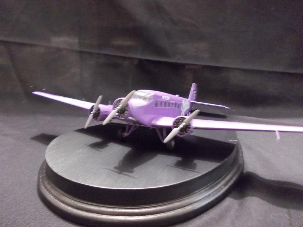 "Junkers Ju-52 ""Milka"" ( Italeri plus  décals Karaya et FFSMC au 1/72 )  Dscn0018"