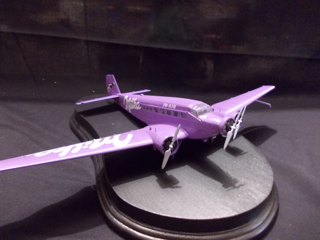"Junkers Ju-52 ""Milka"" ( Italeri plus  décals Karaya et FFSMC au 1/72 )  Dscn0019"