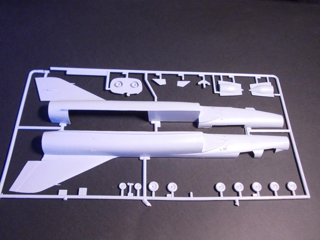 Mirage IV ( Heller 1/48 )  Dscn0081