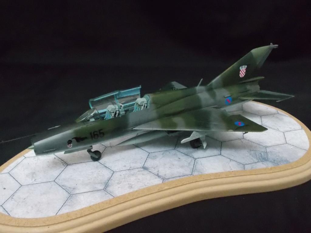 MiG-21 UM  Mongol B (Trumpeter 1/48)  Dscn1134