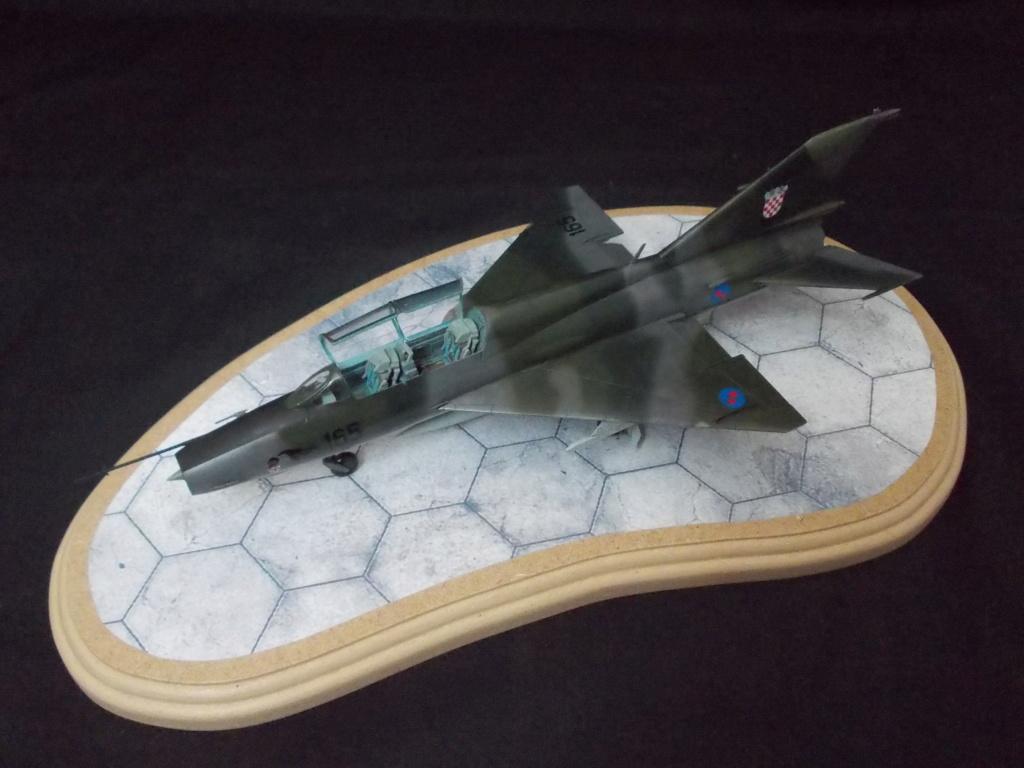 MiG-21 UM  Mongol B (Trumpeter 1/48)  Dscn1135