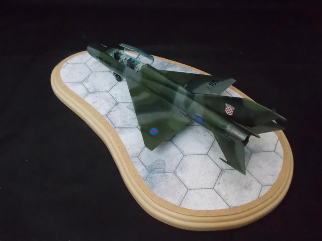 MiG-21 UM  Mongol B (Trumpeter 1/48)  Dscn1136