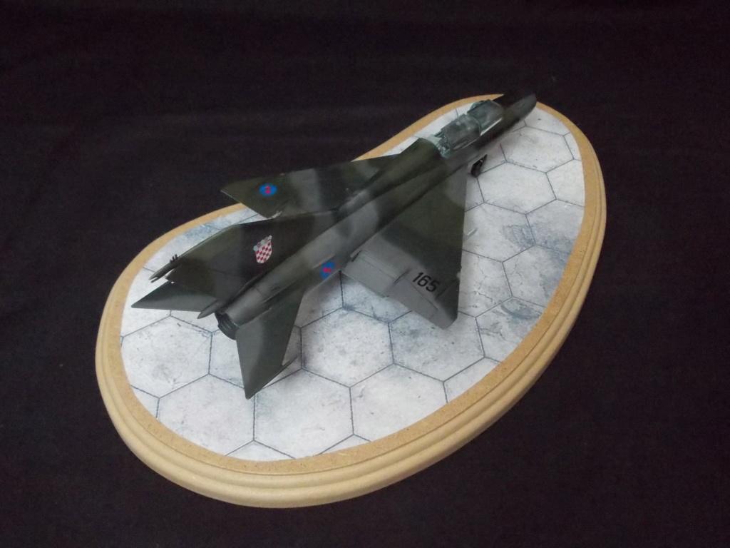 MiG-21 UM  Mongol B (Trumpeter 1/48)  Dscn1137