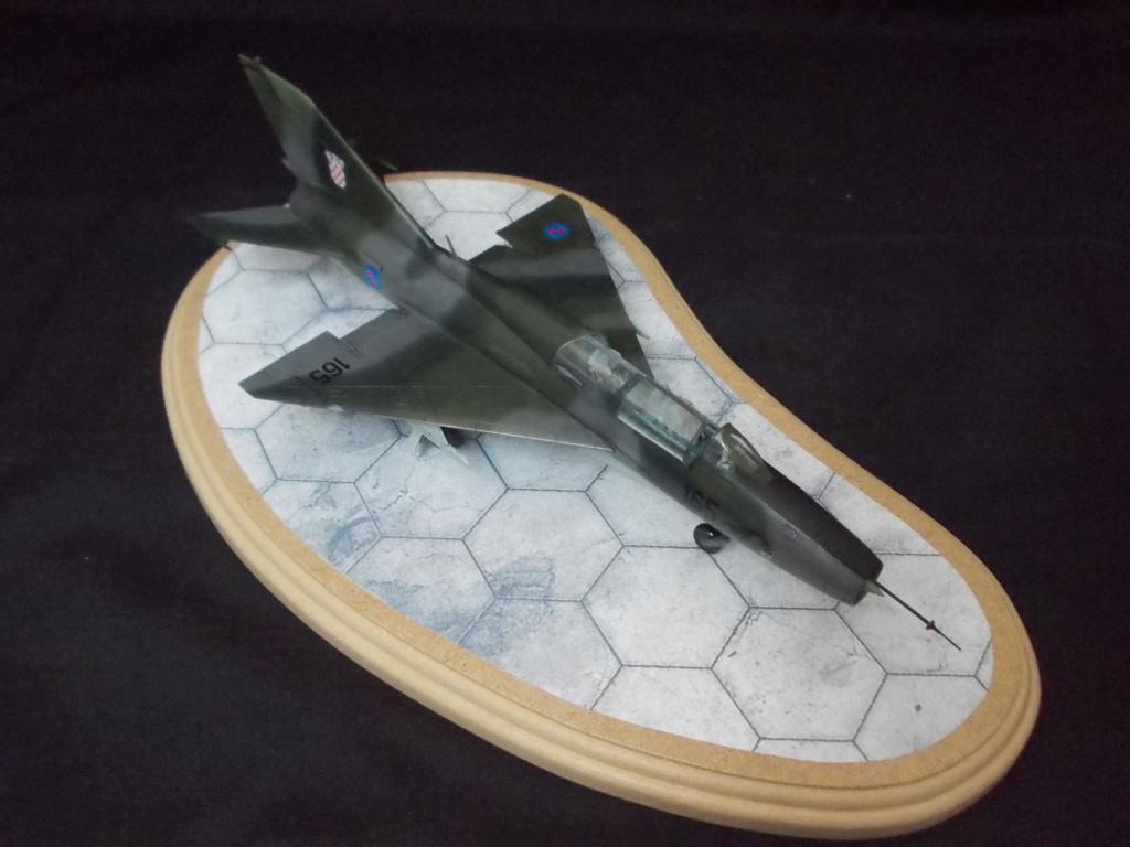 MiG-21 UM  Mongol B (Trumpeter 1/48)  Dscn1138