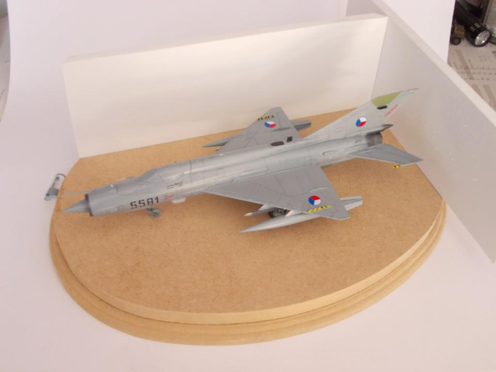MiG-21 MFN (Eduard 1/48) - Page 3 Dscn1210