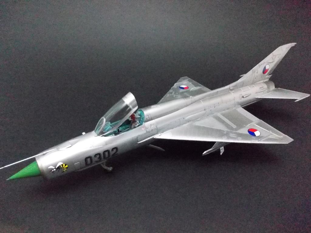 """MiG-21PF (Eduard  réf 1187 """"Silver Harrows """" 1/48)  Dscn1316"""