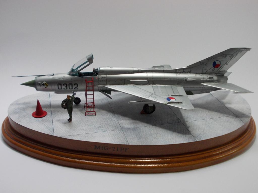 """MiG-21PF (Eduard  réf 1187 """"Silver Harrows """" 1/48)  Dscn1415"""