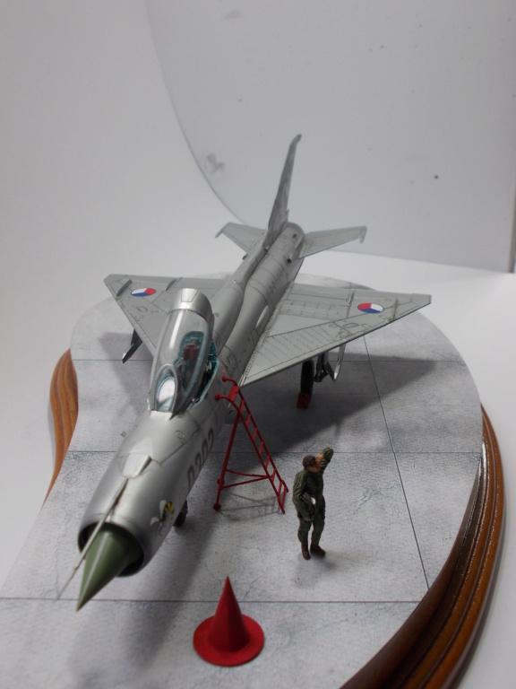 """MiG-21PF (Eduard  réf 1187 """"Silver Harrows """" 1/48)  Dscn1417"""