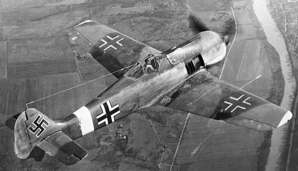 """FW 190 A-5 codé D5 + XV du 10/NJG-3 """"Nachtjagdkommando 190"""" (Eduard 1/48) Focke-24"""