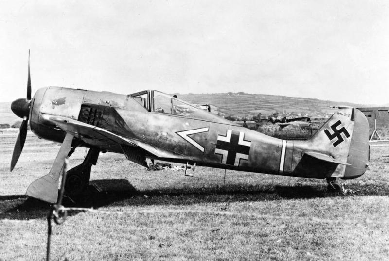 FW 190A-3 W.Nr. 135313 du III/JG-2 aux couleurs de la RAF été 1942 Fw_19014