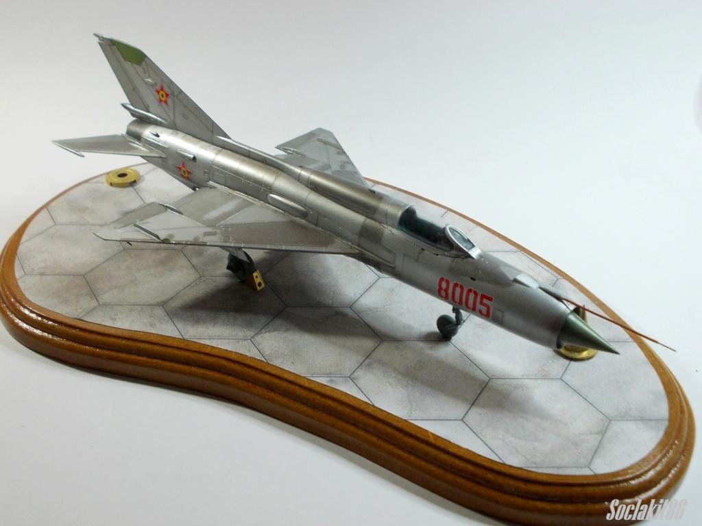 Bell P-400 aux couleurs Russes ( Eduard 1/48) M5712