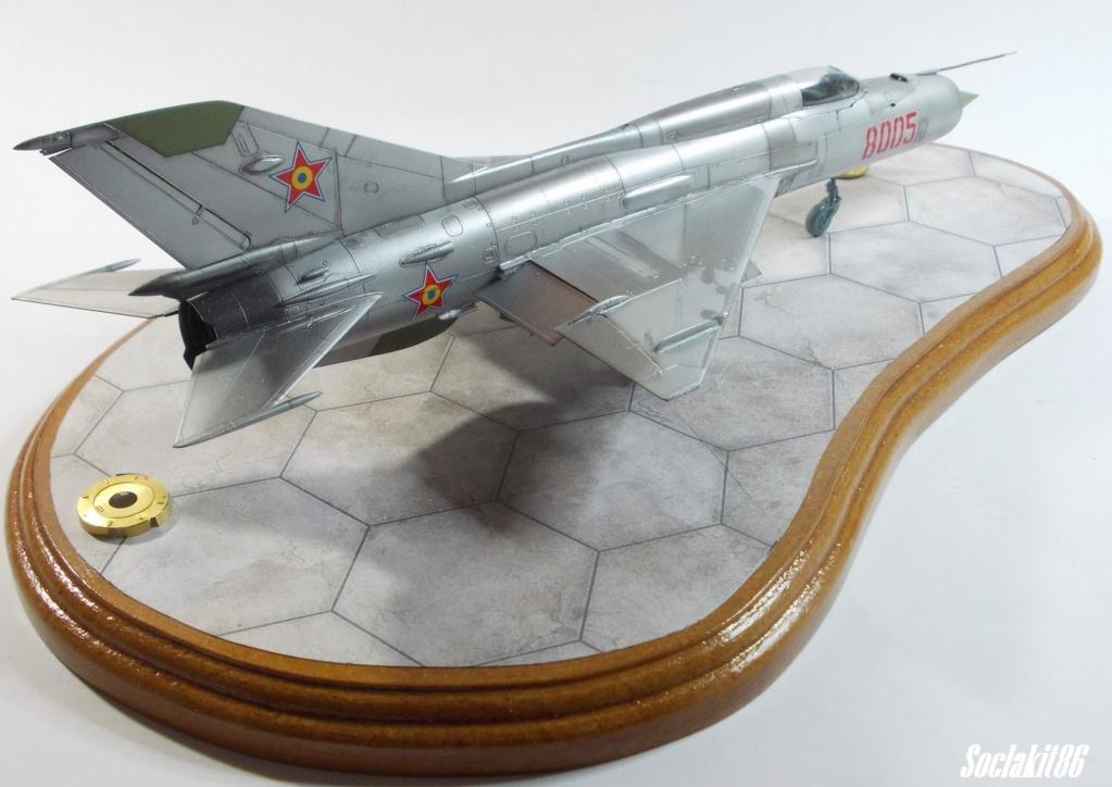 Bell P-400 aux couleurs Russes ( Eduard 1/48) M5812
