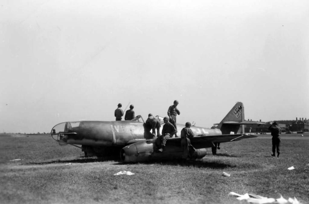 Me 262 A-2a/U2 au 1/48 ( Dragon 5529 versus Hobby Boss 80377 ) Me_26210