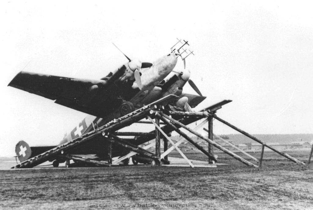 Bf 110 G-4/B2 W.Nr. 5547 aux couleurs Suisse (Eduard 1/48)  Messer10